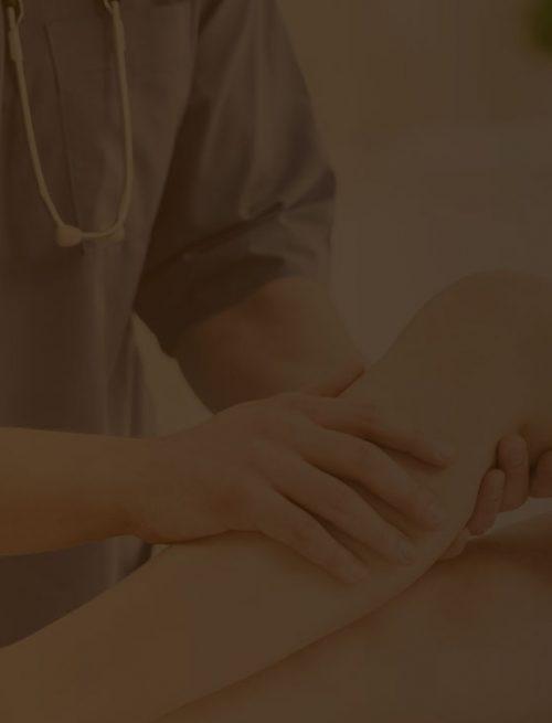 clientes em sua clínica de ortopedia